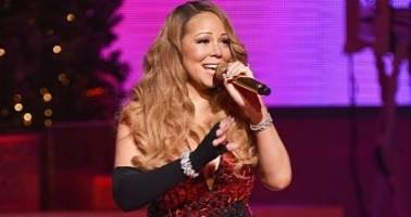 mariah carey loses a shoe, stops the show, cries during christmas concert – video